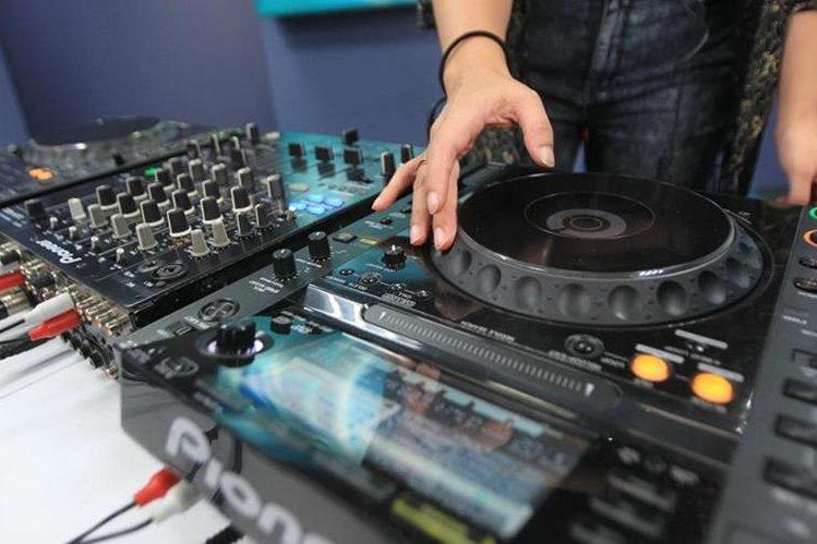 Para las DJ el ambiente comenzó a tomar auge hace una década. (Foto Prensa Libre: Esbin García).