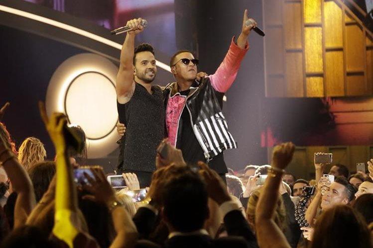 """Luis Fonsi y Daddy Yankee continúan dominando el año musical con su éxito """"Despacito"""" (Foto: Hemeroteca PL)."""