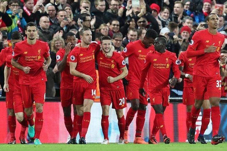 El Liverpool no pudo mantener la ventaja sobre su rival. (Foto Prensa Libre: AP)