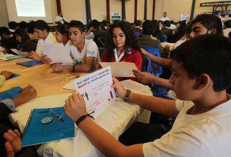 Estudiantes de colegios debaten  para incluir propuestas en  la Consulta sobre Prevención de la Violencia para la Adolescencia  y la Juventud.
