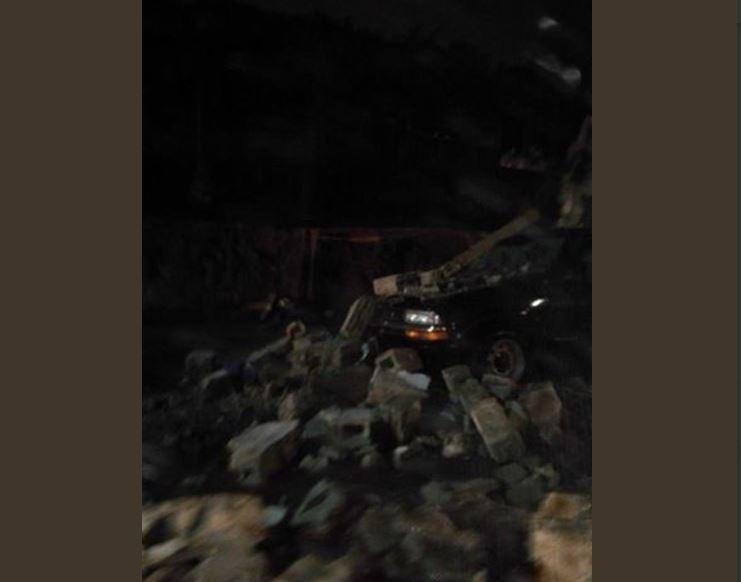 Un paredón colapsó en el km 12 carretera a Boca del Monte. (Foto Prensa Libre: @LMarioMorales).