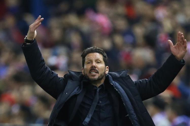 Simeone se mostró muy efusivo durante el encuentro de este miércoles. (Foto Prensa Libre: AP)