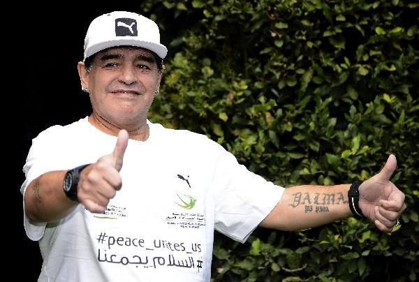 Diego Maradona está en Roma para jugar el Partido por la Paz y aprovechó para hablar de la selección argentina. (Foto Prensa Libre: EFE)