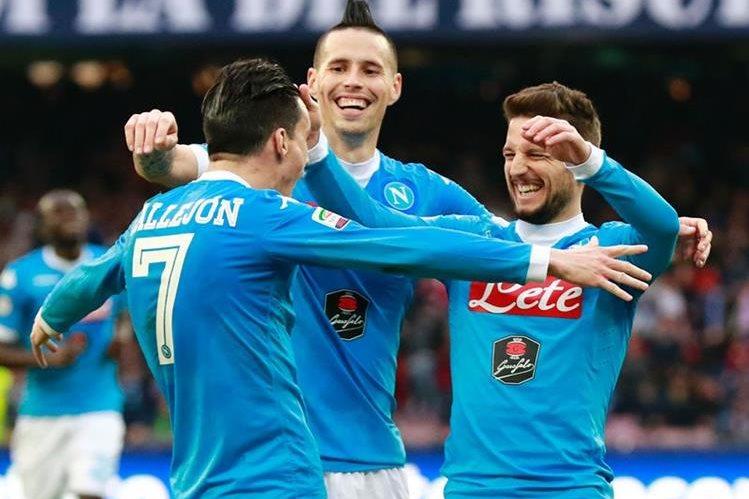 El Nápoli mantiene el pulso por el liderato de la Serie A. (Foto Prensa Libre: AFP)