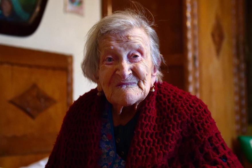 Con 116 años, Emma Morano, aspira a romper el récord de Jeanne Calment que vivió 122 años. (Foto Prensa Libre: AFP).