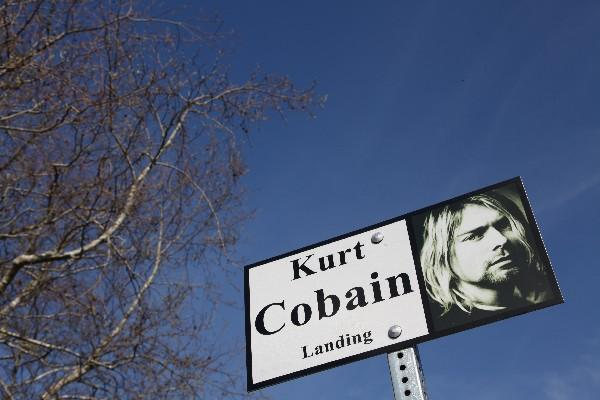 <p>Una imagen de Kurt Cobain en Aberdeen donde se encuentra la casa donde nació el líder de Nirvana. (Foto Prensa Libre: AFP)<br></p>