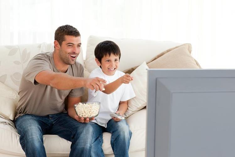 La pantalla presenta historias para disfrutar junto a papá en su día. (Foto Prensa Libre: yasabe.com)