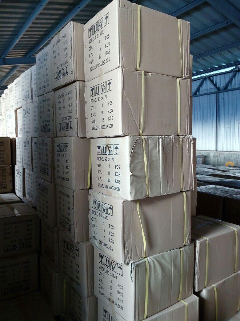 Licuadoras decomisadas en Puerto Quetzal, Escuintla, tienen un valor de Q2 millones 350 mil. (Foto Prensa Libre: PNC)