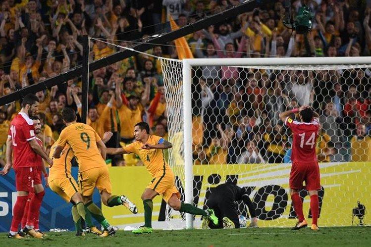 Australia superó a Siria en la serie para definir al quinto de Asia, que disputará un repechaje contra el cuarto de la Concacaf (Fotro Prensa Libre: AFP)