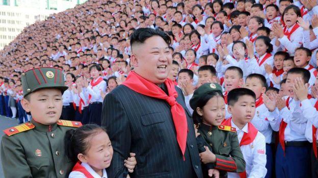 El gobierno del líder norcoreano Kim Jong-un mantuvo encarcelado al estudiante estadounidense.