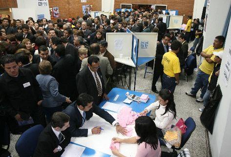 Miles de profesionales participan en las elecciones de autoridades del Colegio de Abogados y Notarios. En el 2009 hubo una gran afluencia de votantes.