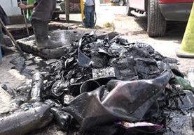 Las unidades de limpieza de drenajes de la comuna capitalina extraen grandes cantidades de basura de estos cada semana. (Foto Prensa Libre: Juan Carlos Rivera)