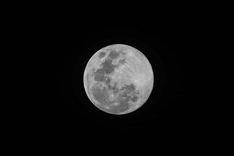 La última vez que se observó una luna azul de pascua fue en 1999.(Foto Prensa Libre: Keneth Cruz)