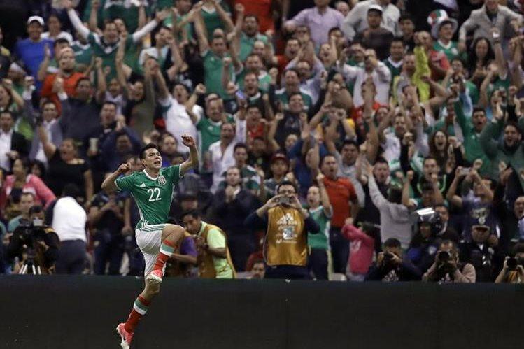El delantero mexicano Hirving Lozano, la joya de 21 años que se llevó el PSV Eindhoven holandés. (Foto Prensa Libre: AFP)