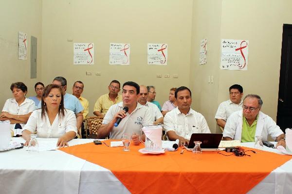 Autoridades informan    sobre jornada de detección de VIH/sida, en Retalhuleu.