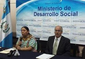 Norma Quixtán, ministra de Desarrollo Social, anuncia cambios en el programa de transferencias monetarias. (Foto Prensa Libre: Edwin Bercian)
