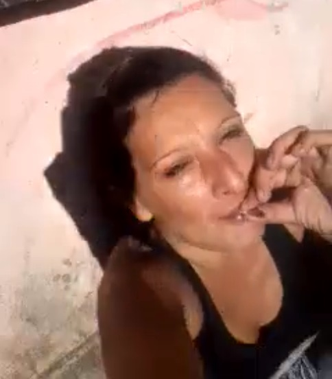 mujer de fumar