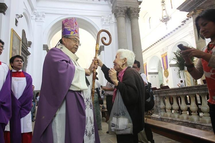 Arzobispo metropolitano Óscar Julio Vian recibió respuesta de los diputados a las críticas para la clase política. (Foto Prensa Libre: Hemeroteca PL)