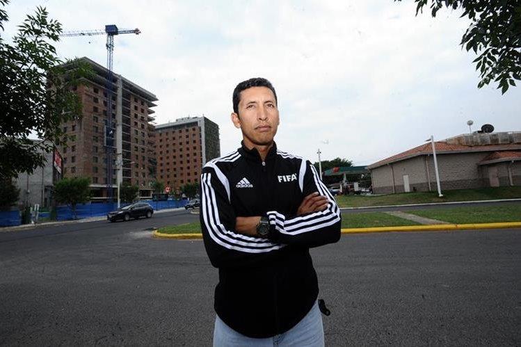 Érick Samayoa forma parte de los 22 instructores físico que la Fifa tiene en el mundo. (Foto Prensa Libre: Francisco Sánchez)