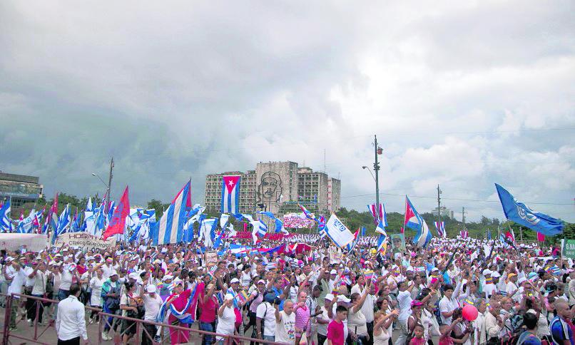 Manifestación pro castrista en la Plaza de La Revolución, La Habana, Cuba. (Foto: Hemeroteca PL)