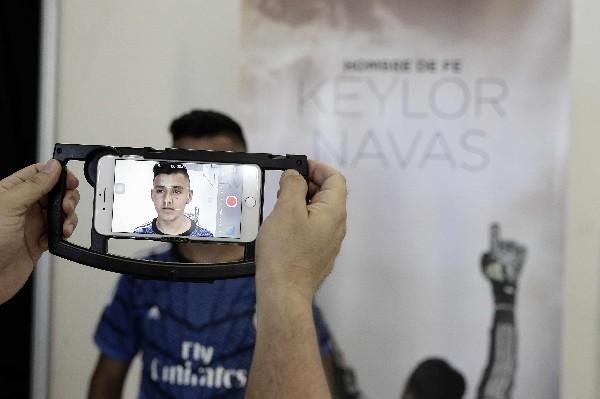 Un joven hace una audición para una película sobre la vida del arquero costarricense Keylor Navas. (Foto Prensa Libre: EFE).