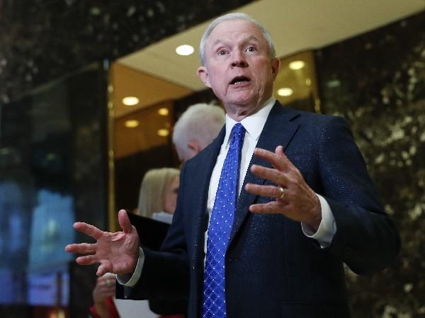 Trump ha ofrecido el cargo de fiscal general al senador Jeff Sessions.