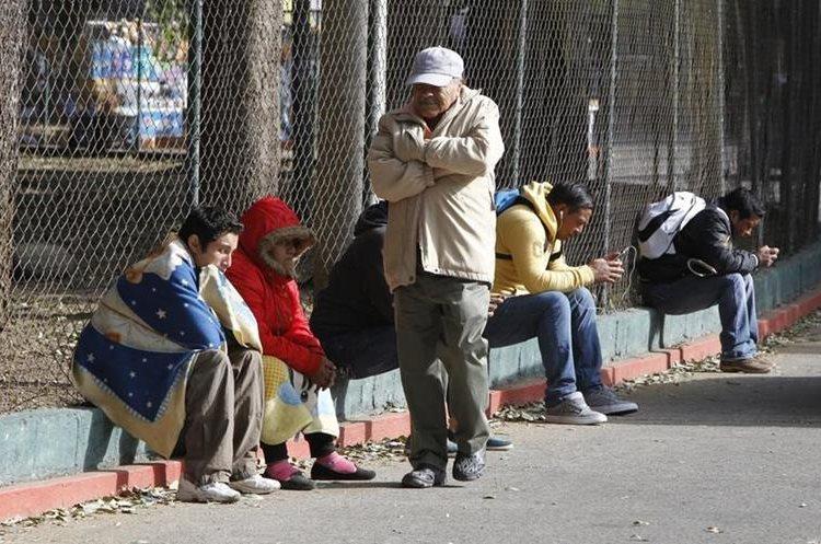 Autoridades recomiendas abrigar principalmente a niños y adultos mayores. (Foto Prensa Libre: Paulo Raquec)