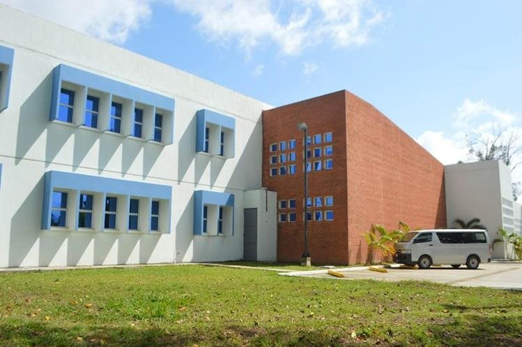 Nuevo edificio que albergará hospital de IGSS en Puerto Barrios, Izabal. (Foto Prensa Libre: Dony Stewart).
