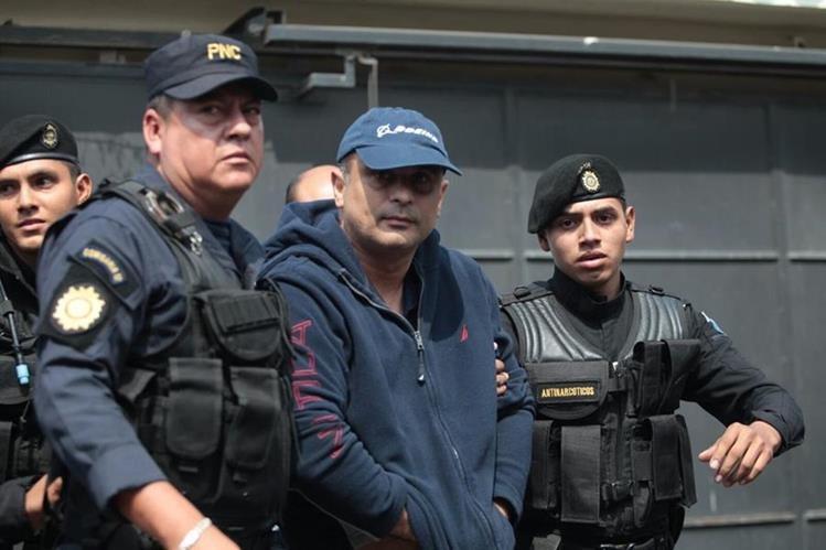 Mario Alejandro Baldetti Elías, capturado en su residencia en la zona 5, por el caso del Lago de Amatitlán. (Foto Prensa Libre: Erick Ávila)