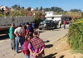 Autoridades resguardan el área donde murieron dos niños, en la aldea Duraznales, Concepción Chiquirichapa. (Foto Prensa Libre: María José Longo)