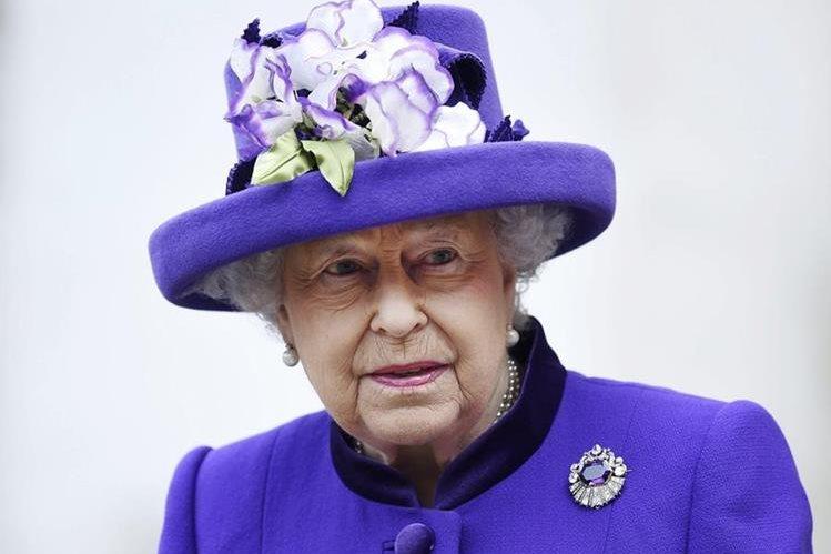 La Reina Isabel II al salir de la misa de Acción de Gracias en noviembre pasado. (Foto Prensa Libre: EFE).