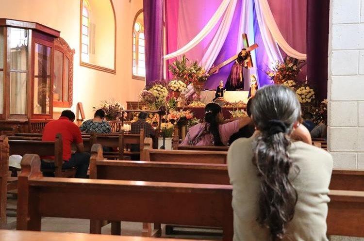 Católicos se ven afectados por la ola de extorsiones que les impide seguir con tradiciones. (Foto Prensa Libre: Enrique Paredes)