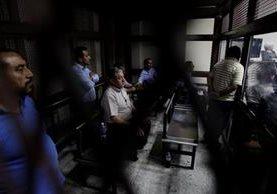Líderes comunitarios escuchan la sentencia por parte de los jueces del Tribunal de Mayor Riesgo A. (Foto Prensa Libre: Edwin Bercián)