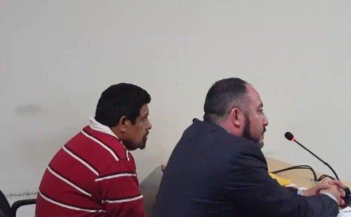 Roderico Trinidad Cano Villatoro escucha la decisión del Juzgado de Turno de Primera Instancia. (Foto Prensa Libre: Julio Sicán Aquino).