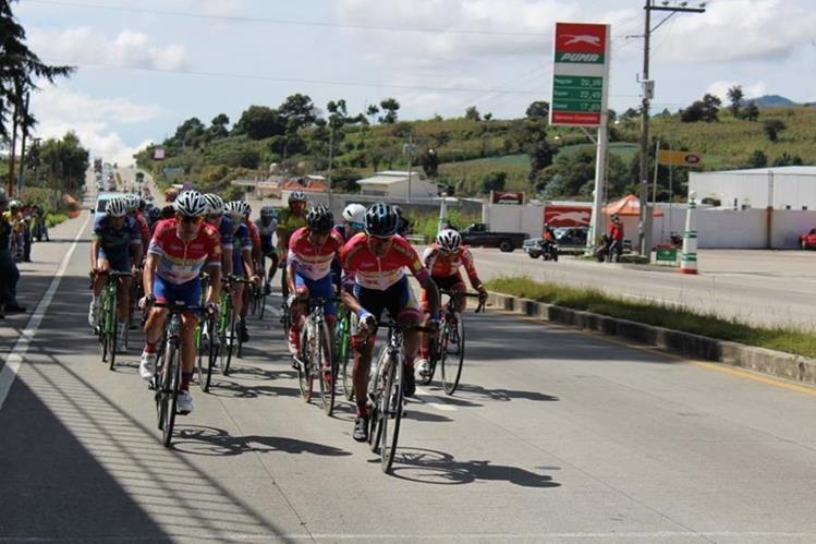 Manuel Rodas siempre estuvo dentro del pelotón de ciclistas. (Foto Prensa Libre: José Rosales)