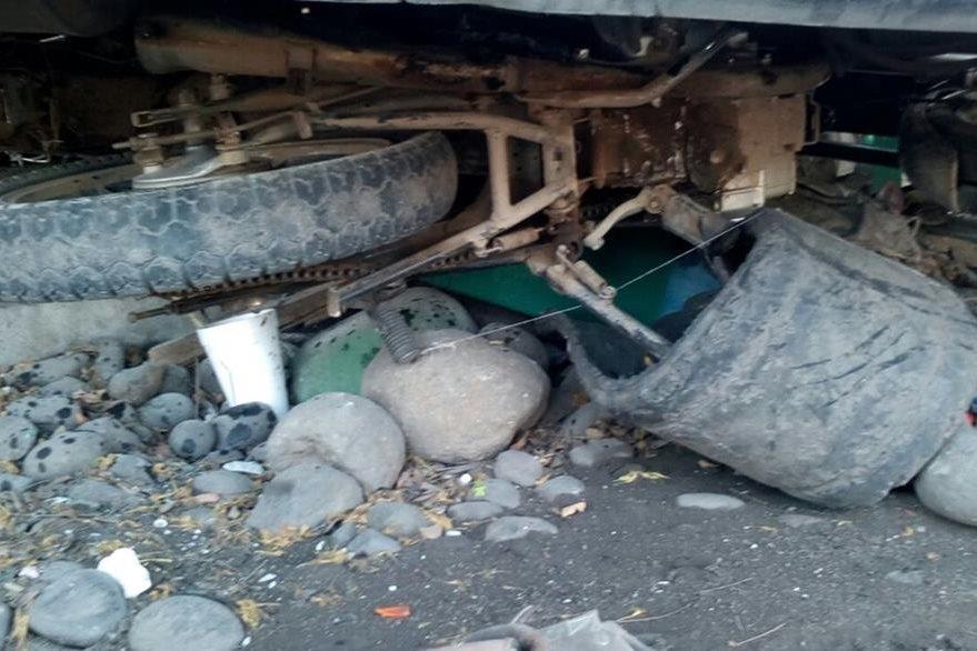 Motocicleta queda destruida en el km 251 de la ruta a suroccidente, Tecún Umán, San Marcos. (Foto Prensa Libre: Alexánder Coyoy)