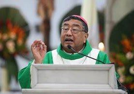 el religioso opinó al concluir su misa dominical en la Catedral Metropolitana. (Foto Prensa Libre: Edwin Bercián)