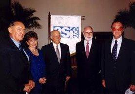 Algunos de  los colaboradores de  Asíes,  en 1999.