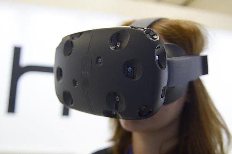 Después de años de espera, la gran tendencia este año es la realidad virtual. (Foto Prensa Libre: DPA)