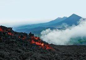 En Guatemala existen 37 volcanes, 13 de los cuales se incluyen en la guía publicada por el Inguat.