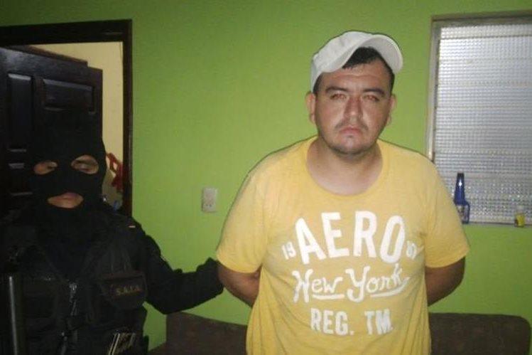 Edwin Arturo Guerra fue capturado en Jocotán, donde se les decomisó drogas y armas. (Foto Prensa Libre: Edwin Paxtor)