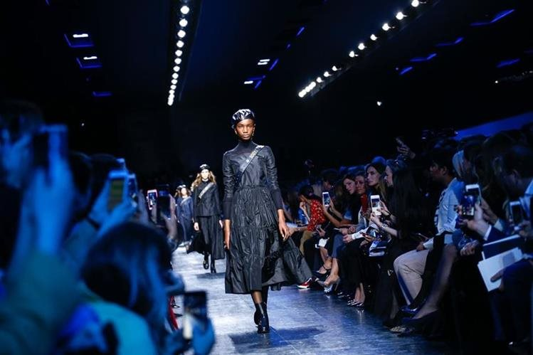 La segunda pasarela de Maria Grazia Chiuri como representante de Dior en la Semana de la Moda en París. (Foto Prensa Libre: Vogue).