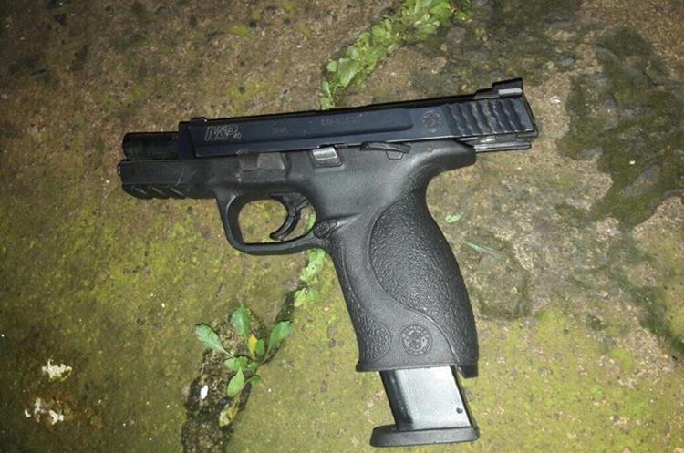 Arma incautada a un sujeto capturado por la PNC en Villa Nueva. (Foto Prensa Libre: PNC)