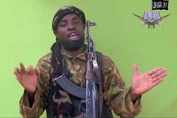 El líder  de Boko Haram, Abubakar Shekau, durante un mensaje propagandístico. (Foto Prensa Libre: AP)