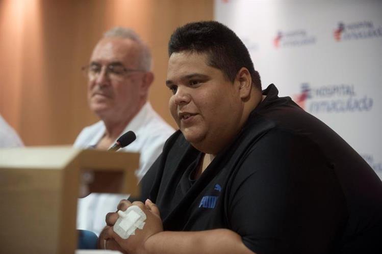 La técnica permitirá que Juan Manuel Heredia adelgace 440 libras.(EFE).