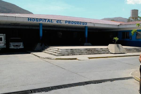 La niña fue llevada al Hospital Nacional de Guastatoya, donde recibe tratamiento. (Foto Prensa Libre: Hugo Oliva)