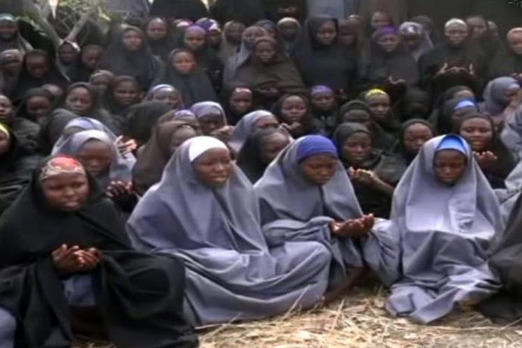 Militantes de Boko Haram secuestraron a 276 chicas de una escuela de Chibok en abril del 2014, hecho que conmocionó al mundo. (Foto Prensa Libre: AFP).
