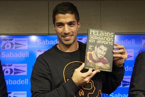 Luis Suárez habló del futuro de la Liga en la presentación de libro Relatos solidarios del deporte. (Foto Prensa Libre: EFE).