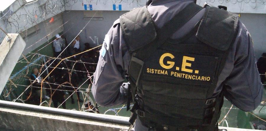 El Sistema Penitenciario dirige la requisa en la cárcel de máxima seguridad Fraijanes 1. (Foto Prensa Libre: Cortesía SP)
