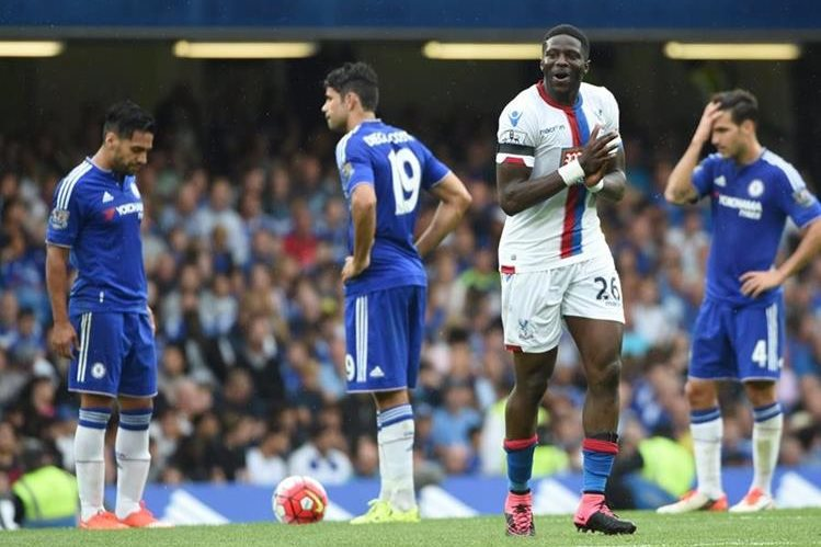 El Chelsea volvió a decepcionar en la Premier League. (Foto Prensa Libre: EFE)